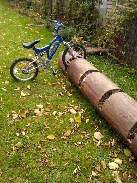 Самодельная парковка для велосипедов.