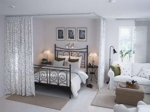 Фотография: Спальня в стиле Кантри, Малогабаритная квартира, Квартира, Советы, Бежевый, Бирюзовый, Зонирование, как зонировать комнату, как зонировать однушку, как зонировать однокомнатную квартиру – фото на InMyRoom.ru
