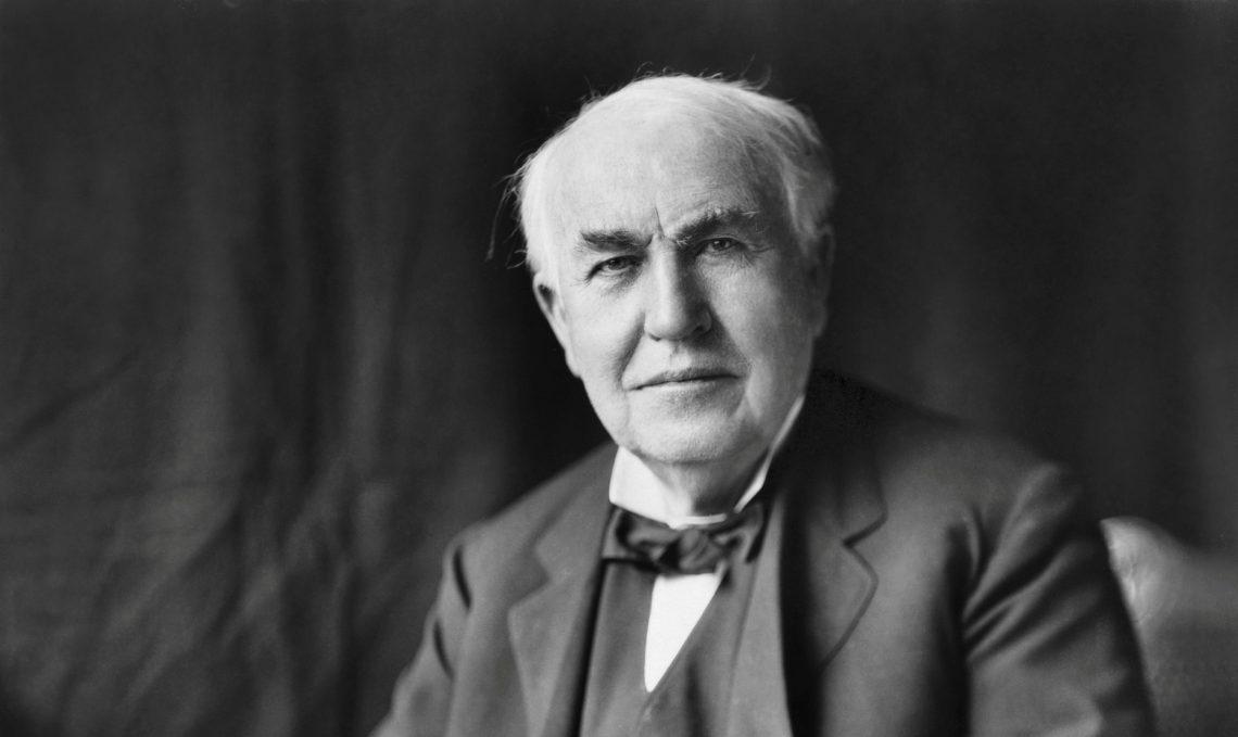 Томас Эдисон (1847–1931годы) спал по5часов всутки. Считалсонпустой тратой времени ипризнаком лени