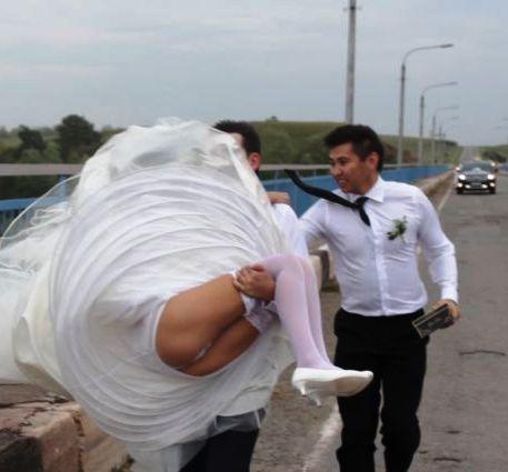 Свадебно Салоне Друг Трахнул Нивесту Видео