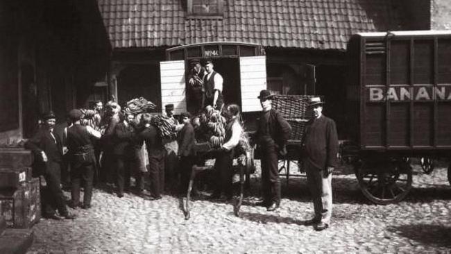 Норвежцы празднуют прибытие первого банана в страну