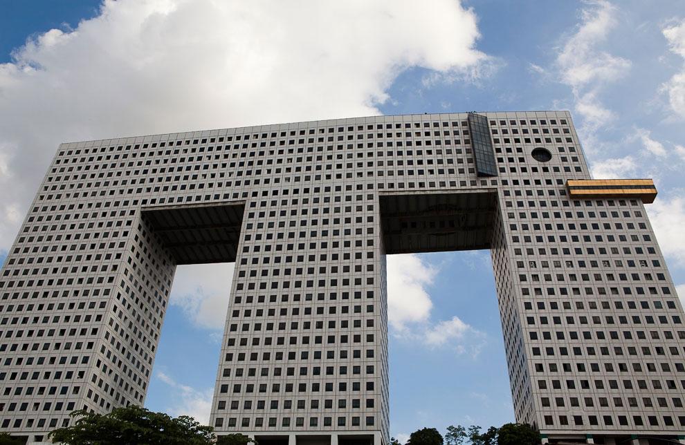 Когда архитектор схалтурил: ещё 10 самых уродливых зданий в мире