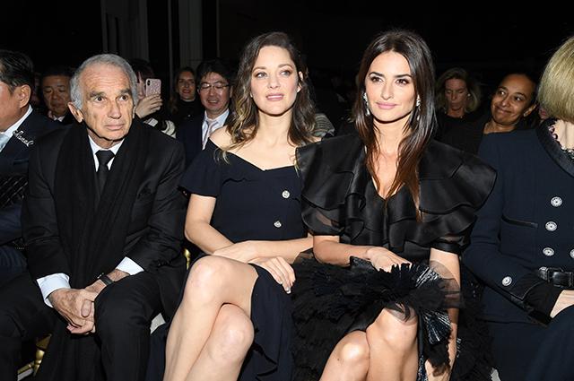Шоу Chanel Métiers d'Art в Париже: Пенелопа Крус, Кристен Стюарт — в зале, Кайя Гербер, Алеся Кафельникова — на подиуме
