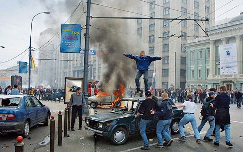 Жестоко и страшно: ровно 16 лет назад футбольные фанаты разгромили Манежную площадь
