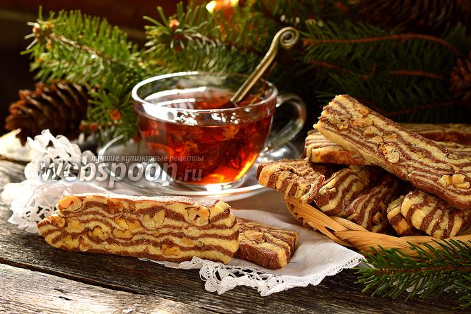 Полосатое печенье с орехами