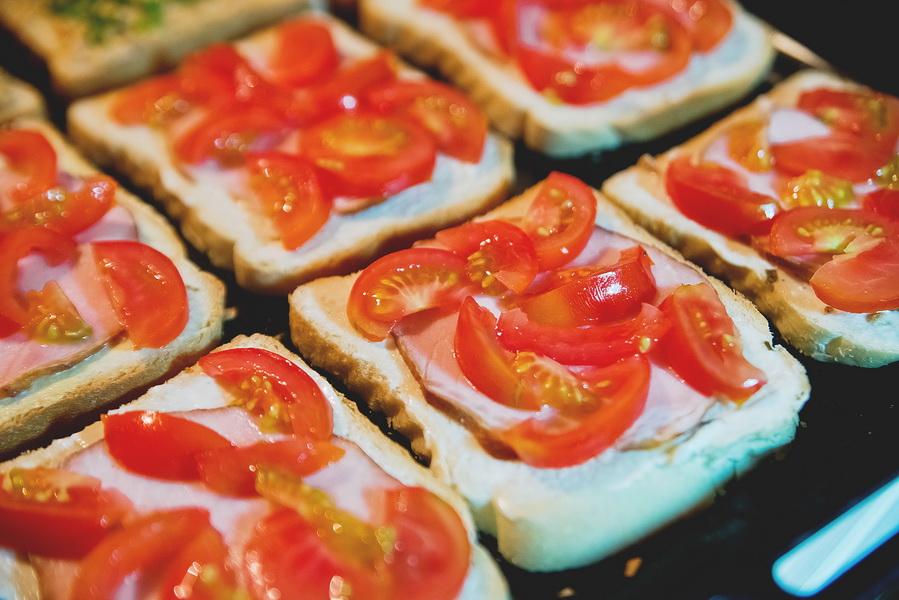 Горячие бутерброды в духовке. Отличный способ быстро и эффективно отбить внезапное нападение прожорливых подростков