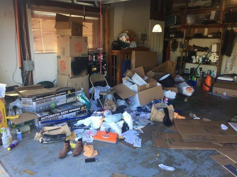 """Мотоциклист превратил неприметный гараж в крутое """"мужское логово"""" гараж,курилка,Марки и модели"""