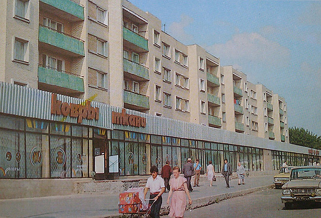 Магазин ковров в небольшом советском городке. Фото darriuss.livejournal