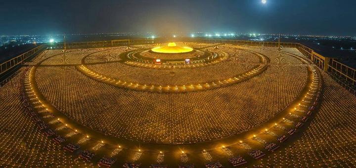 Сто тысяч буддийских монахов…