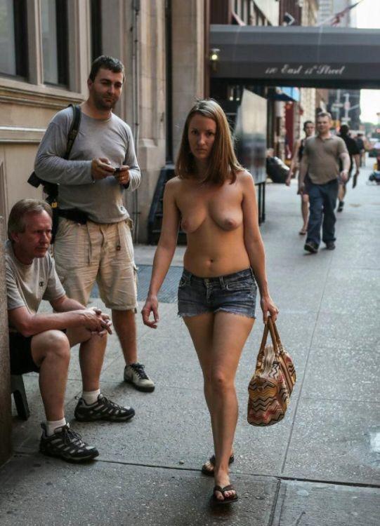 Обнаженная в джинсах фото на улице в москве