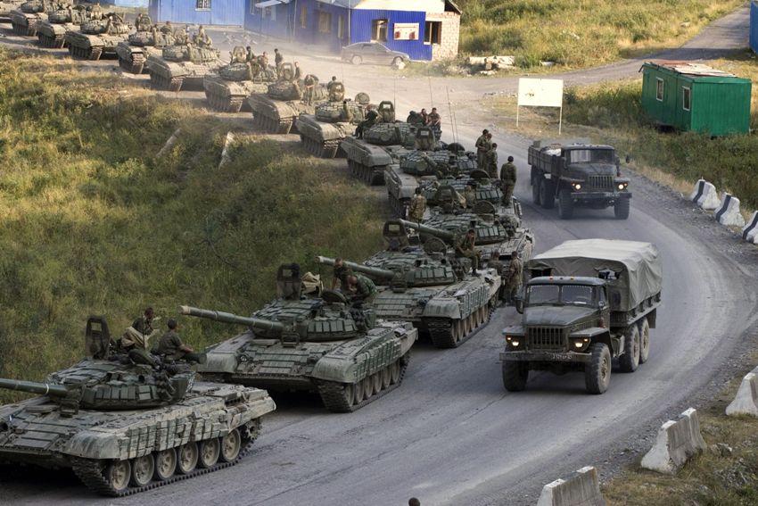 Российские танки размещаются…