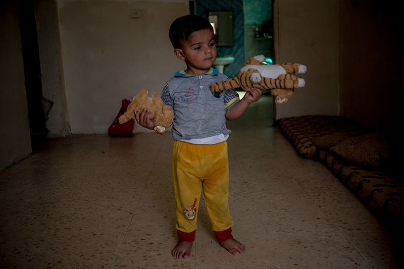В иорданском доме, где в месяц на семью уходит $249, любимыми игрушками являются мягкие игрушки в мире, дети, игрушка, люди, страны