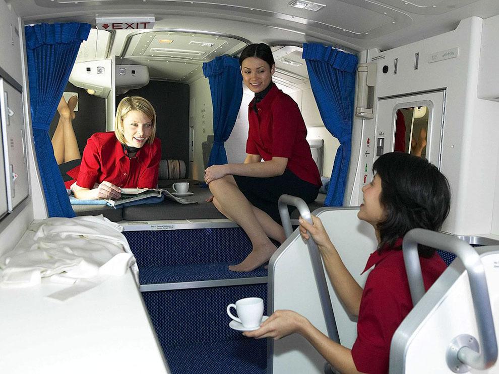 Секретные спаленки стюардесс в дальних перелетах