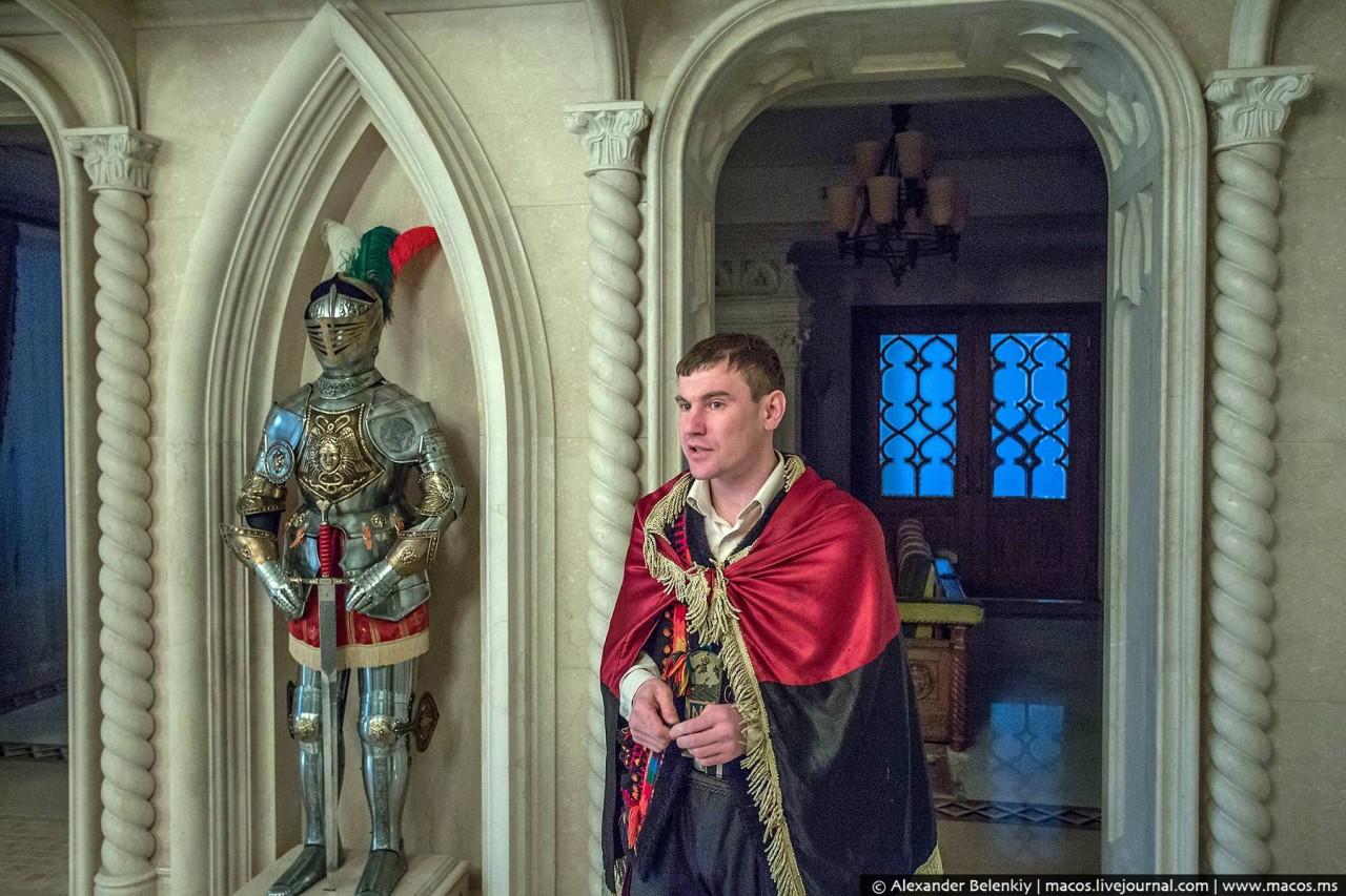 Призрак дома Януковича. Кому достался дворец сбежавшего президента Украины?