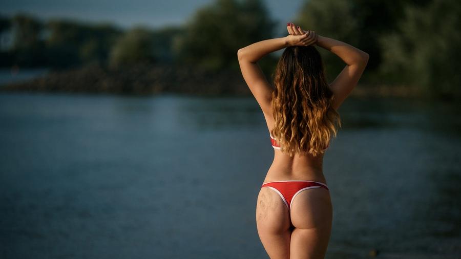 Фото девушки вид сзади