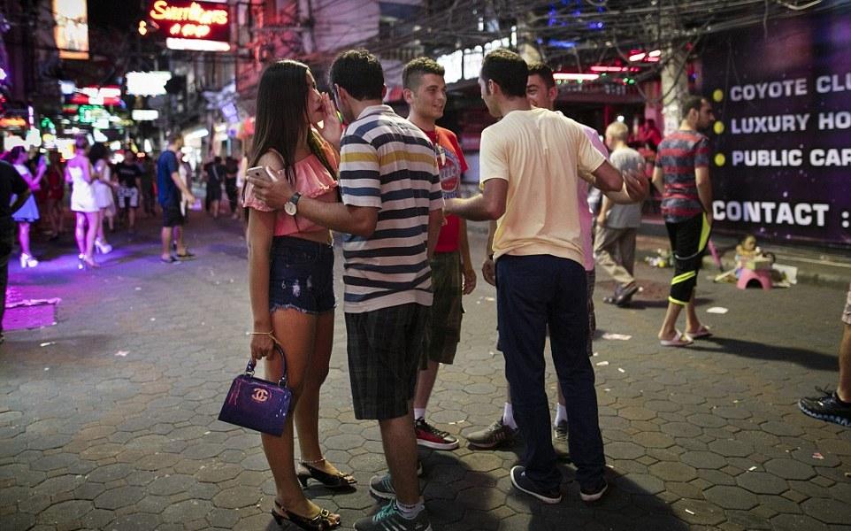 как в тайланде зарабатывают девушки на улице смотреть видео этом