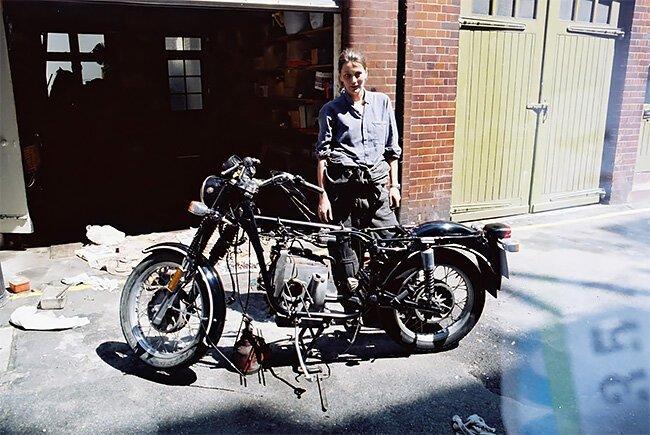 Элспет Бирд – первая британка, совершившая кругосветку на мотоцикле мото