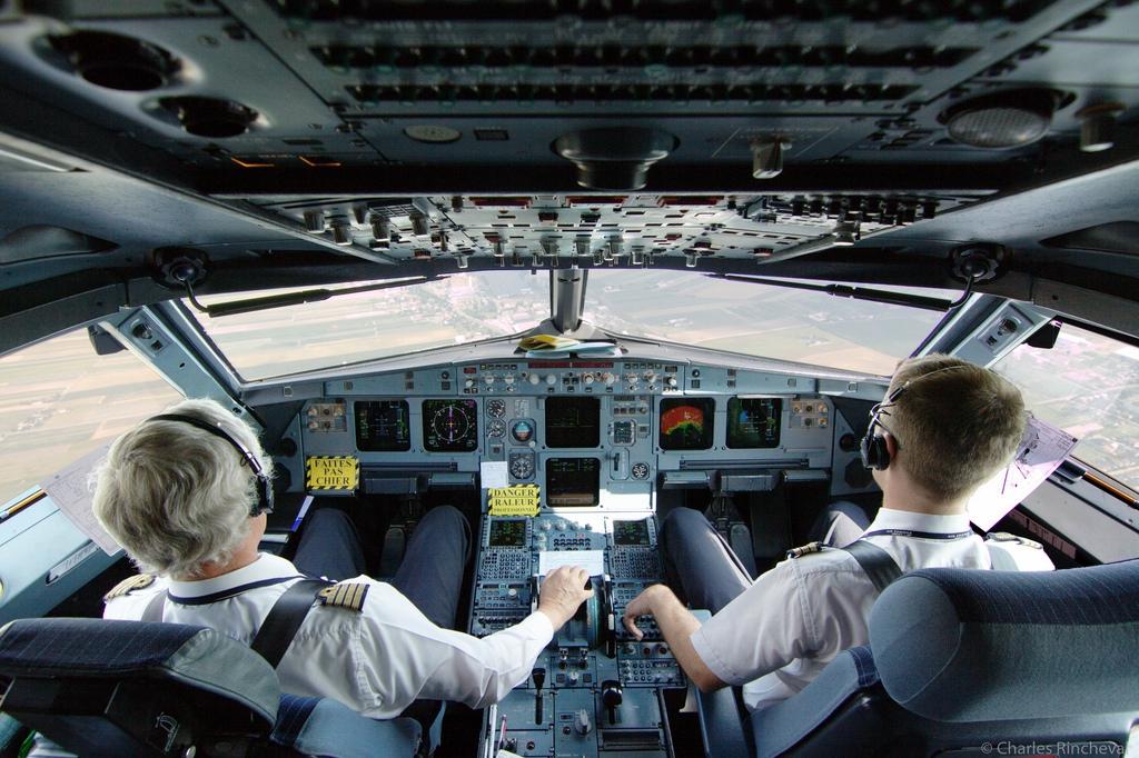 фото пилотов которые спасли самолет и пассажиров будем вязать