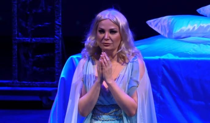 Плачущая Максакова: Я вынуждена просить прощения