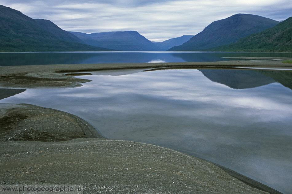 10. Сейчас находимся как раз на устье Иркингды, на её песчаных наносах. Смотрим на северо-восток.