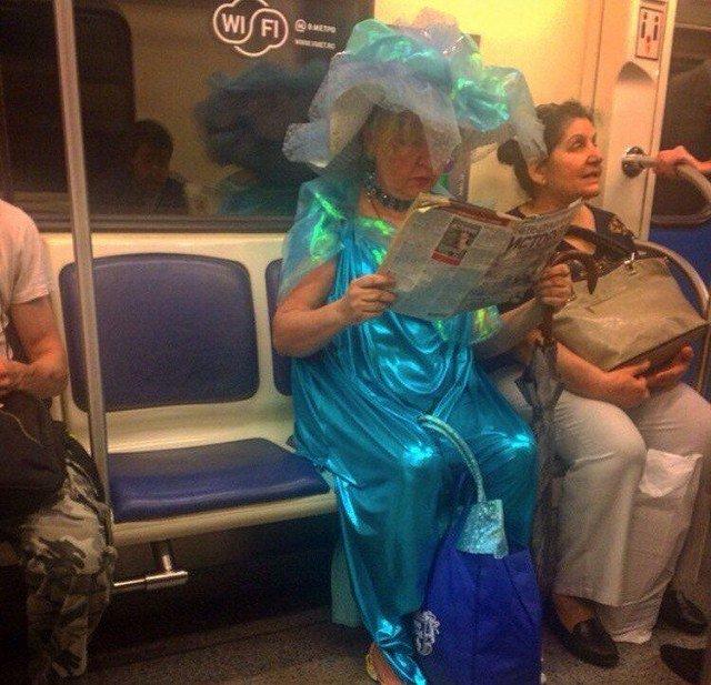 Безумная мода от странных пассажиров метро. С ним не соскучишься!!!