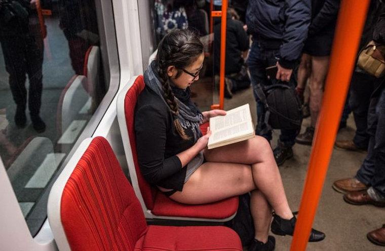 фото наших девушек в транспорте и на улице - 4