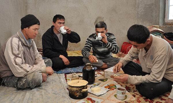 «Узбек об узбеках: Вы думаете, к вам едут работать строители?