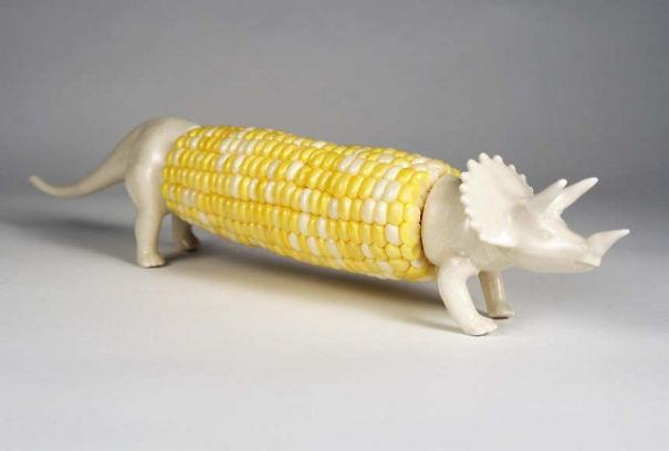 Держатель для початка кукурузы в виде динозавра дизайн, изобретения, креатив