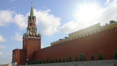 В Москве задержали «мага», написавшего на кремлевской стене «мир всему миру»