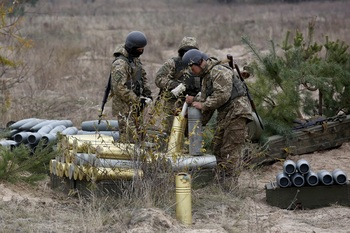 Выложены кадры последствий минометной атаки ВСУ по пригороду Луганска