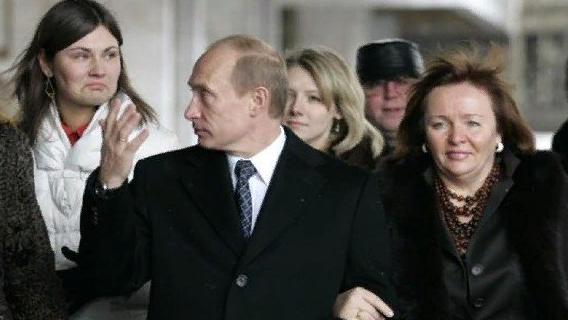 СМИ сообщили о «тайной семье и третьей дочери» российского президента Путина Политика
