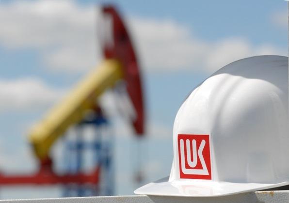 """ЛУКОЙЛ и """"Сургутнефтегаз"""" вошли в тройку крупнейших частных компаний России"""