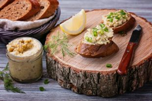 С ялтинским луком и плавленым сыром. 7 рецептов форшмака