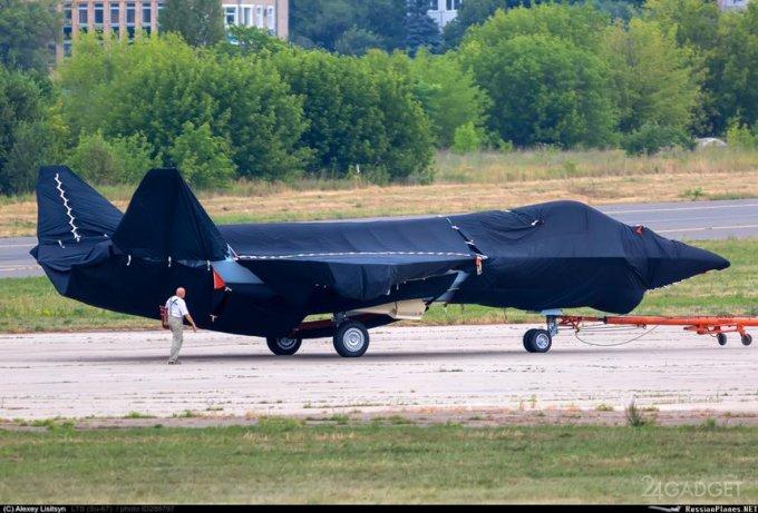 Представлен макет будущего российского истребителя пятого поколения