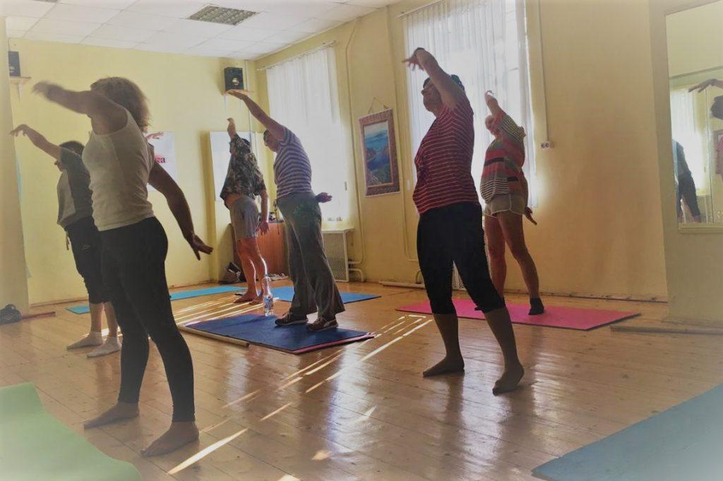 В Ярославском дамы элегантного возраста осваивают основы фитнеса