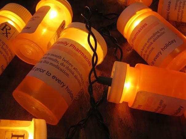 6. Огоньки на елку из пузырьков с таблетками больница, медики, новый год, украшения