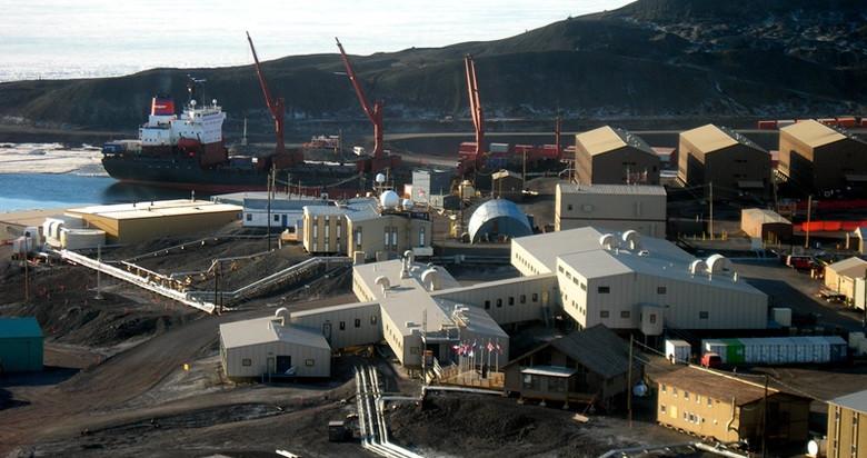 На станции в Антарктиде зага…