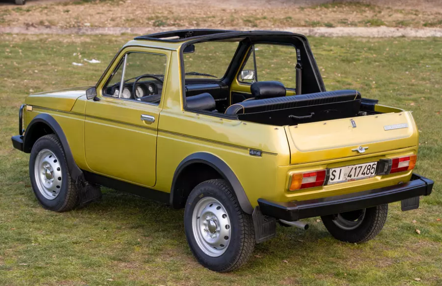 Итальянцы продали американцу 30-летнюю Ниву-кабриолет, построенную в Греции марки и модели