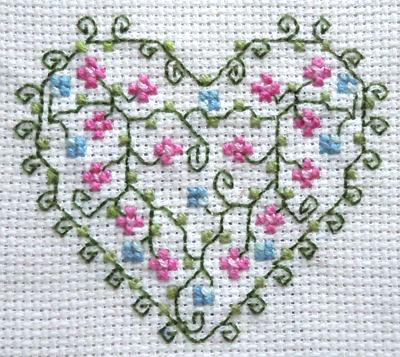 Схема для вышивки крестом «Цветочное сердце». Нежно и не сложно!