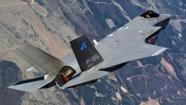 Новый российский двигатель на микровзрывах «отправит в прошлый век» американские истребители пятого поколения