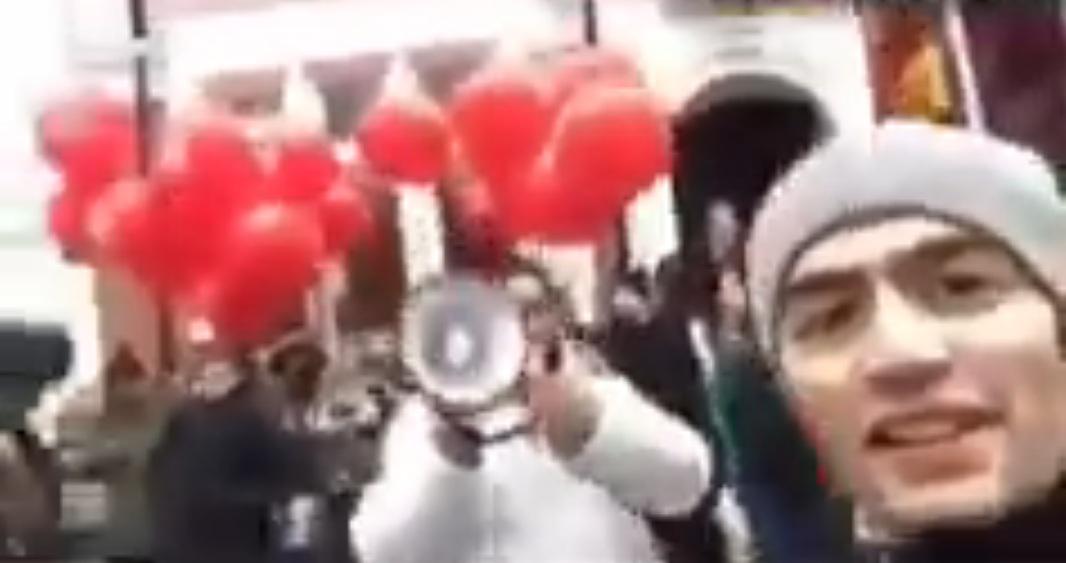 Кавказец напал на толпу мити…