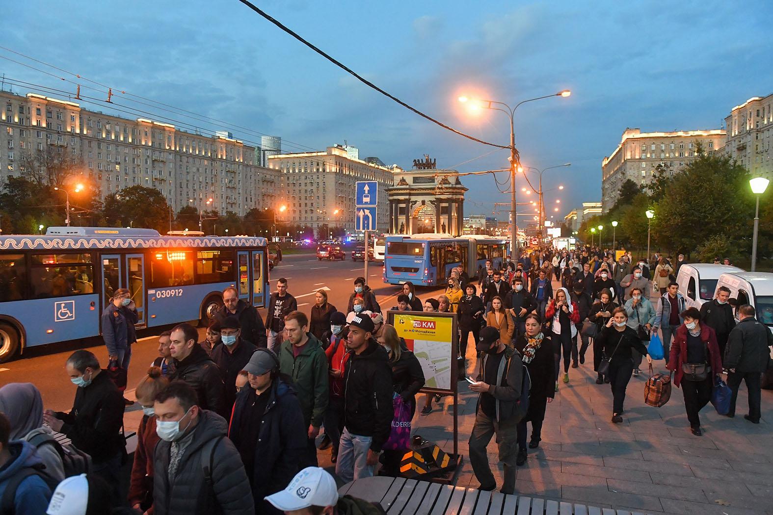 По десятке раз в месяц каждому русскому – это реально россия