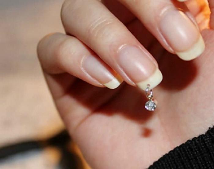 Висюльки на ногти.