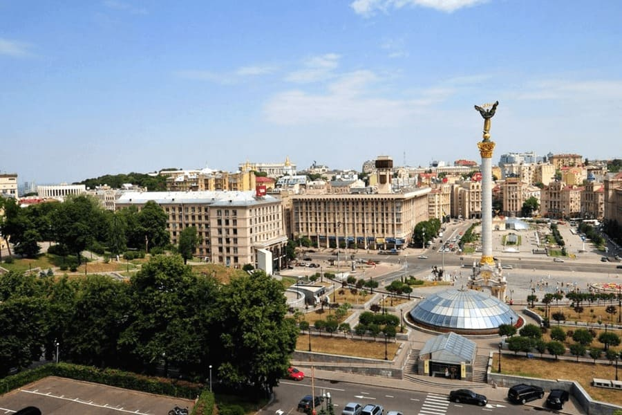 Киев привык подчиняться внешним приказам, пытаясь навязать ту же схему Донбассу