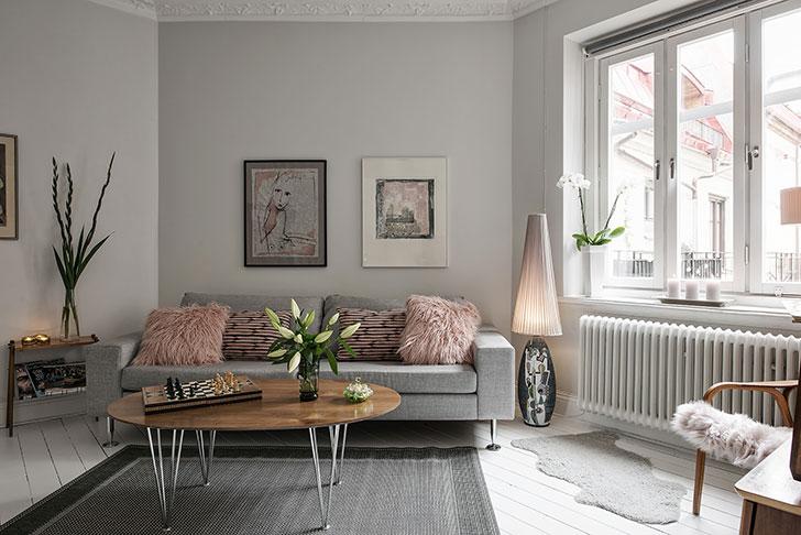 Романтичная однушка с видом на внутренний дворик небольшая, вечером, картин, абажуров, гостинойЛегкий, завтрак, столовой, маленьким, столиком, уличном, может, задушевные, разговоры, свежем, дымкой, воздухе, Травяной, блики, лампочек…, обстановка