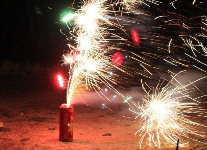 Запуск фейерверков и взрыв разнообразных петард во дворах жилых домов запрещены / Фото: yandex.fr