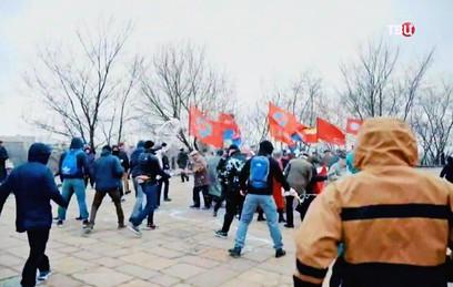 "Бойцы ""Азова"" напали на колонну пенсионеров в Киеве"