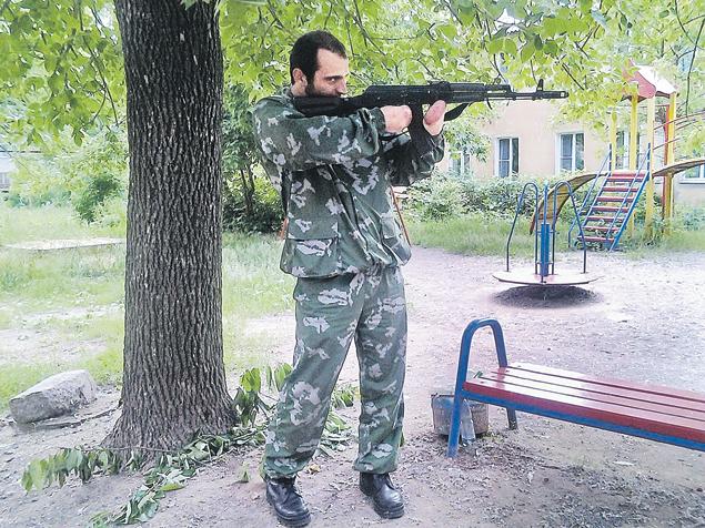 Доброволец из Донбасса воюет…