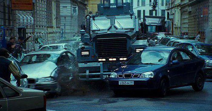 Боевик не получится, если не испортить кучу машин авто