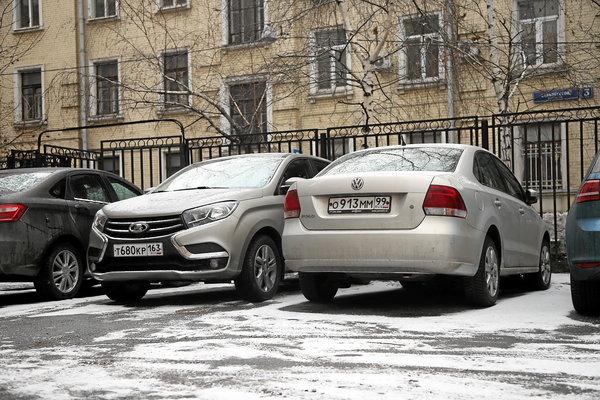 Как парковаться — «передом» или «задом»?